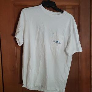 White vinyard vines t shirt